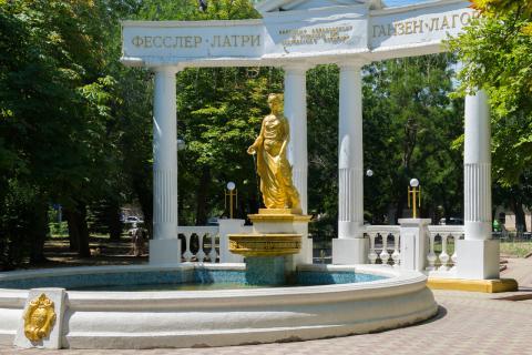Памятник Доброму Гению Феодосия
