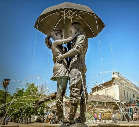 Памятник влюбленным в Феодосии