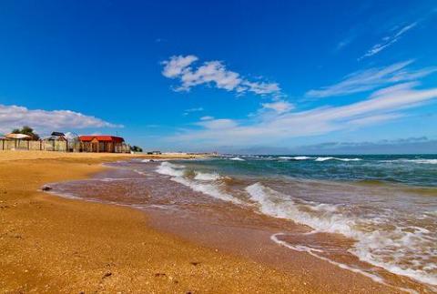 Пляж у гостиницы Катюша