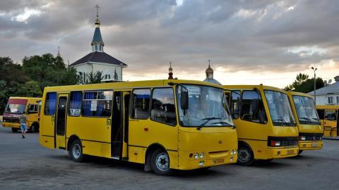 Автобусная остановка в центре Феодосии