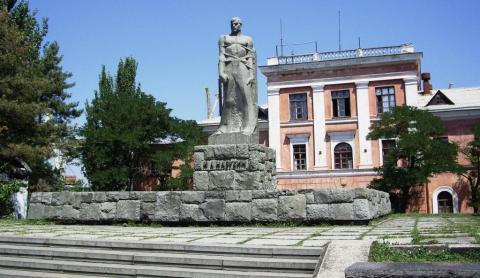 Памятник Назукину Феодосия