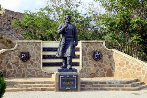 Памятник Никитину в Феодосии