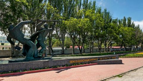 Памятник десантникам в Феодосии